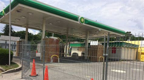 Padlocked Baltimore gas station allowed to reopen