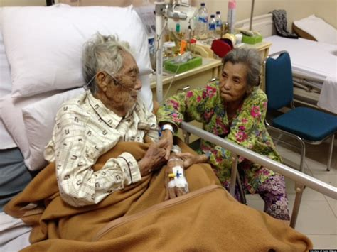 Elderly Couple Married 70 Years Captured In Sweet Moment